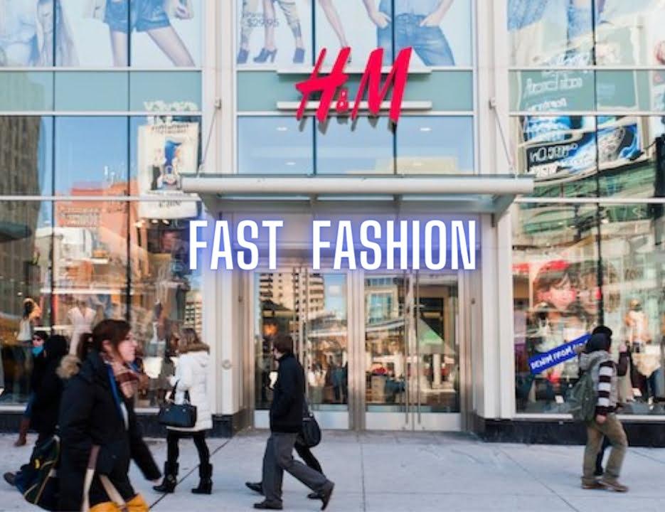 Hình ảnh người dân mua sắm fast fashion tại H&M