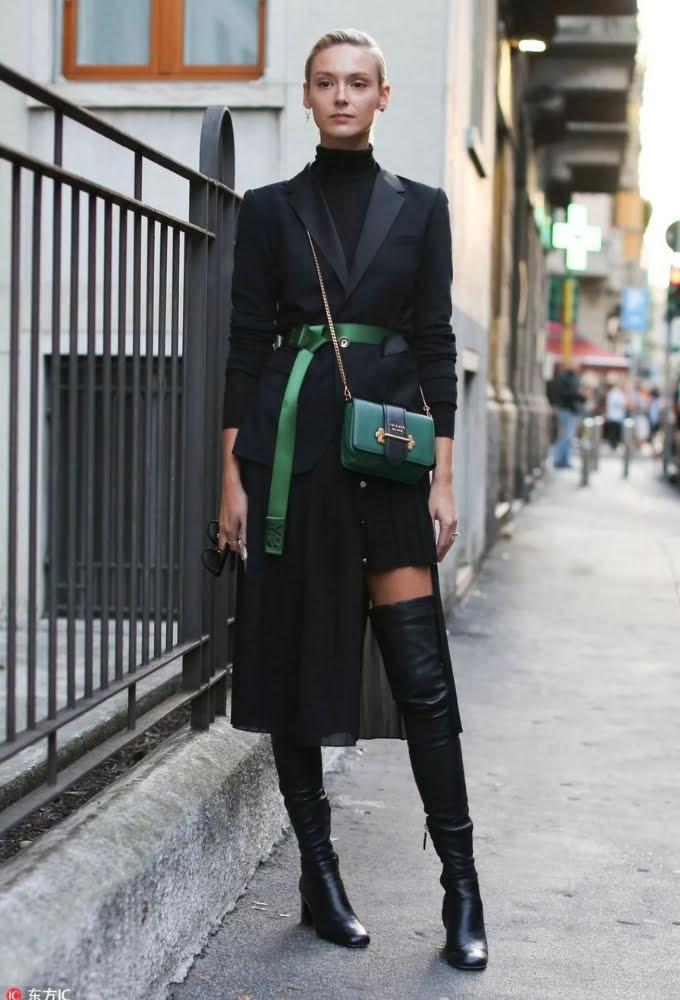 Phối trang phục màu đen với phụ kiện